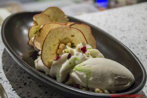 Manzana: mela grigliata, gelato di birra scura e spuma di grano, Astrid&Gaston, Lima.