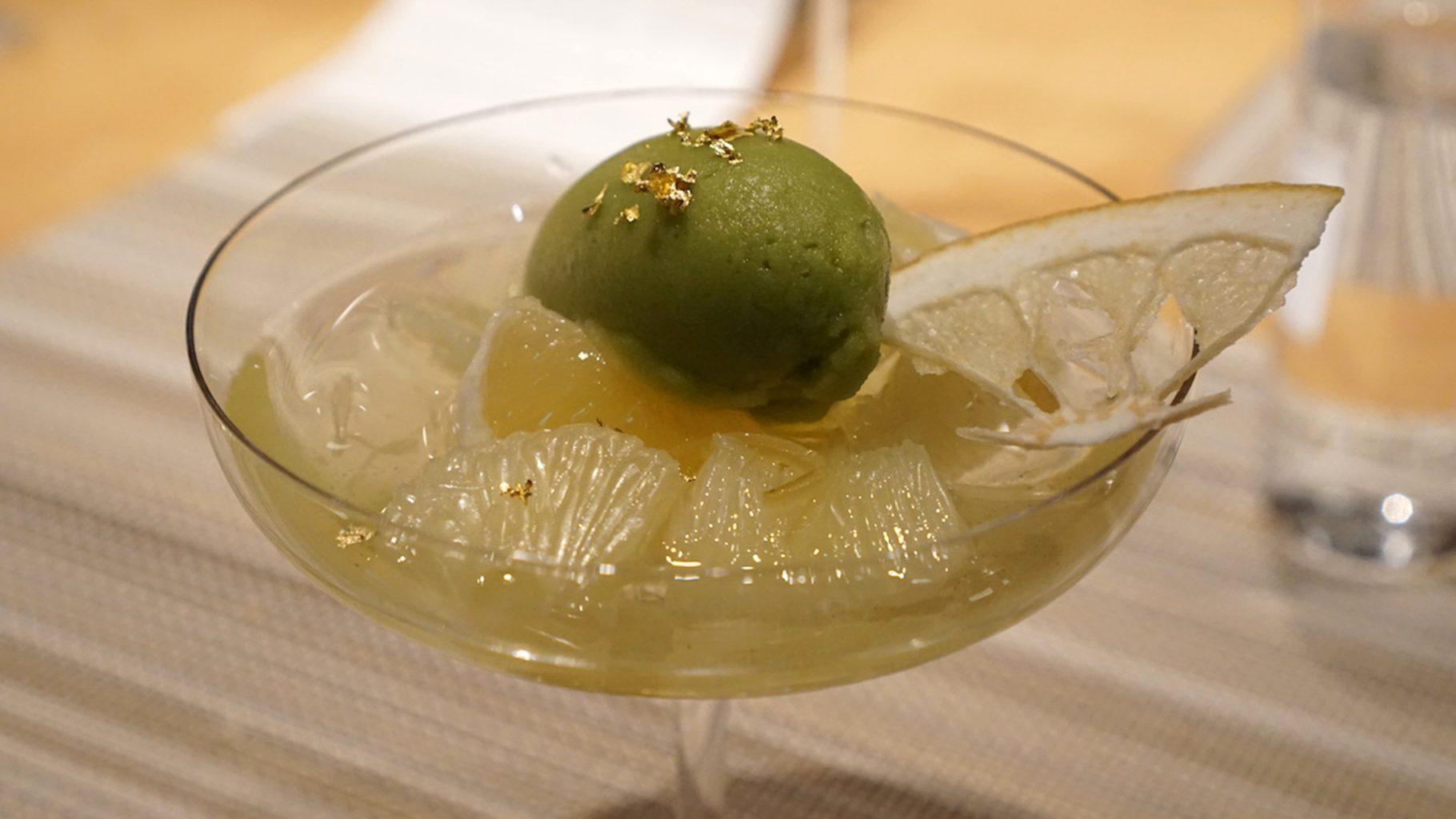 Sugalabo, pomelo Buntan con gelato al basilico
