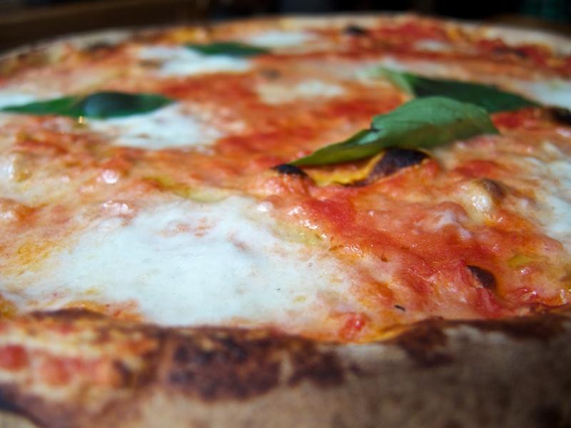 pizza margherita,L'Emporio, New York