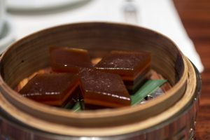 Red date puddings, Lung King Heen, Chan Yan Tak, Hong Kong, Cina