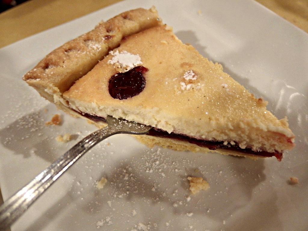 Osteria Bonelli, torta di ricotta e amarene