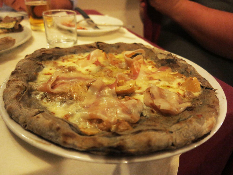 Impasto di grano arso, crema di melanzane, porcini e guanciale di Norcia, Dal Penga, Pizza, Lecce, Puglia