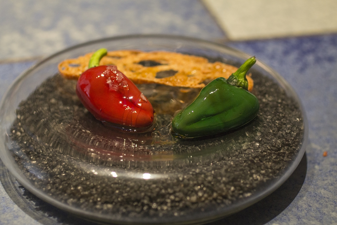 peperoncini al cioccolato, Disfrutar, due stelle michelin, Barcellona, Spagna