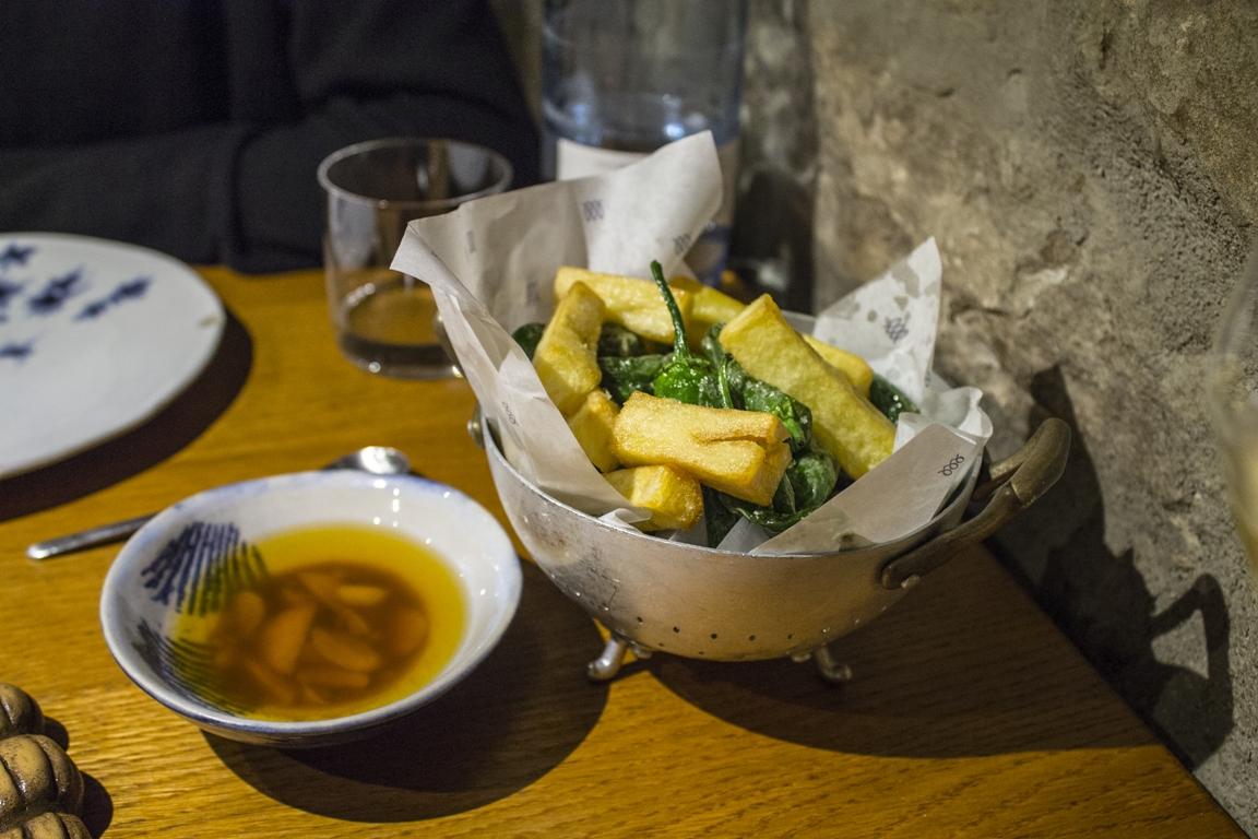 salsa all'aglio e patate fritte, Estimar, Rafa Zafra, Barcellona, Spagna