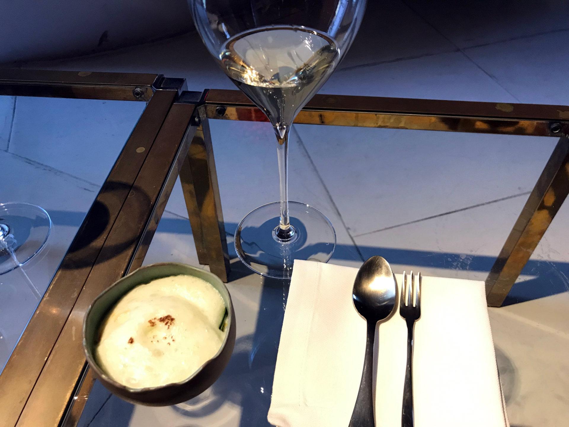 Mise en place tavolino per aperitivo, Torre del Saracino, Gennaro Esposito, Vico Equense, Campania