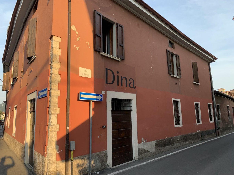 L'ingresso, Gipponi, Dina