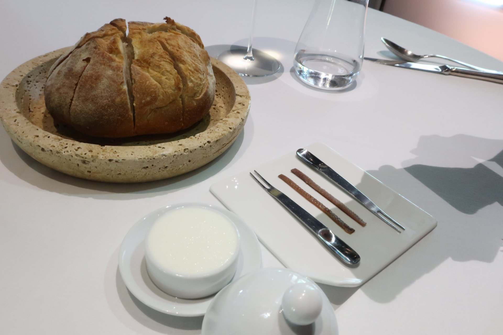 Pane, burro, alici, Le Trabe.