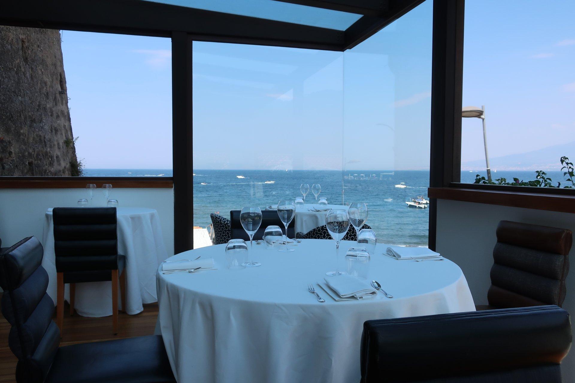 Tavolo con vista, Torre del saracino.